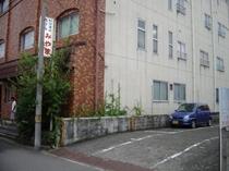 ホテル隣の第一駐車場。一泊500円。大型車は第2駐車場へ