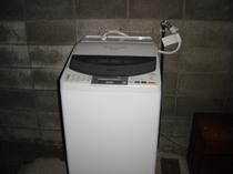 コインランドリー滞在のお客様に重宝されます。乾燥機付き。