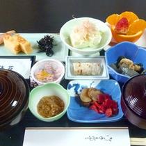 *朝は身体に優しい和定食をお召し上がり下さい。