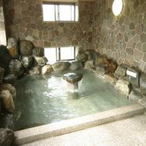 *大浴場/アルカリ性の泉質は「美人の湯」とも呼ばれ、一日の疲れを癒していただけます。