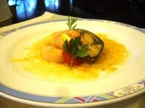 新鮮な魚介のカルパッチョ