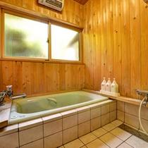 *離れ(客室一例)/客室のお風呂はもちろん天然温泉。ゆっくり浸かる贅沢なひと時を味わえます。