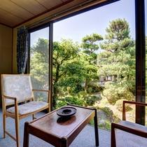 *別邸(客室一例)/頬をなでる心地よい風と緑豊かな日本庭園。都会の喧騒から離れ心和むひと時をお約束。