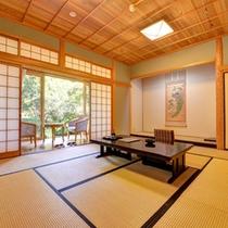 *離れ(客室一例)/四季の彩りを感じられる寛ぎの客室。庭園を眺めながら優雅なひと時をお過ごし下さい。