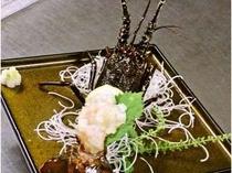 22. 南伊豆産の伊勢えびをお造りに!刺身を食べた後には、味噌汁も味わえるよ