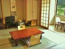 8畳トイレ付の客室(例)見晴らしがよく、鳴子の山々を一望できる