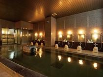 総御影石、舟型の大浴場は保温効果が高く、とろみのある柔らかな肌触りが自慢です。