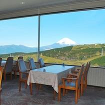 レストランからのぞむ富士山