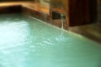 にごり湯「硫黄泉」は源泉100%かけ流しです