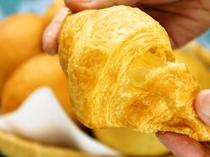 ふわふわパンが人気の朝食