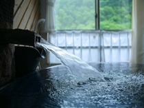 掛け流し温泉を楽しむ