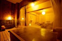 檜風呂客室の露天風呂
