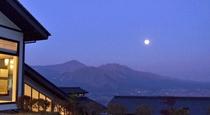 山の景色と月414*750