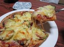 夕食 一例 ≪女将の手作りピザ≫ ※日によってグラタンへ変更になります。