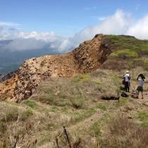 【磐梯登山】初心者コースでは、裏磐梯から登る約2時間のコースがございます。(当館よりお車で約40分)