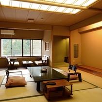 【新館客室】色調を抑えた12.5畳のお部屋。ゆったりとお寛ぎください。