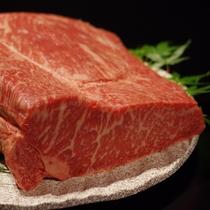 料理長が厳選した上質な霜降りサーロインをステーキで【至極の創作会津郷土料理フルコースメイン
