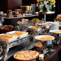 ランチタイムには本格素材にこだわったピッツァ&パスタをお楽しみください!