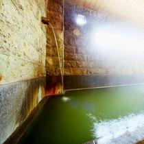 今日は何色?一日の中でもお湯の色が変わります。