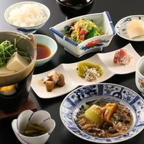 朝晩ともに、和食膳をご用意致します。