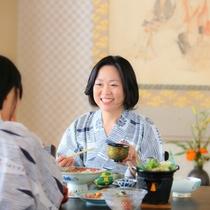 お好みの会席料理を。 ご家族、ご友人とごゆっくりお食事をお楽しみください。
