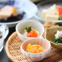 ご朝食は7:00~8:30までに開始とさせていただきます。