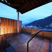 善光寺大本願別院のライトアップがご覧いただけます。