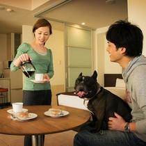 キッチンが付いているのでペット連れもお部屋でのんびりできます。