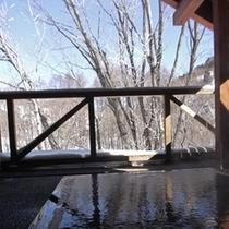 ●木の露天風呂(冬)