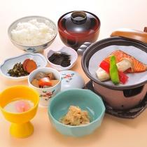 地産池消にこだわった和朝食。飲み物はフリードリンク制です