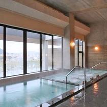 女性大浴場。ジェットバス完備。綾部市内や由良川の景色も楽しめます。