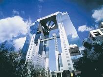 「日本の夕陽百選」「世界の建築トップ20」にも選出されたスカイビルは一度登ってみる価値あり。