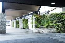 グリーンアプローチによる緑あふれる素敵な空間でお出迎え♪