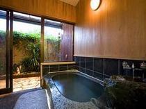 貸切風呂は、宿泊者は1回無料♪写真のガーデニング風呂や、他にも檜、露天と3タイプ。