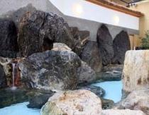 やぐるま荘自慢の名物大岩風呂