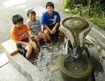 日本名湯百選の湯、源泉かけ流しです。無料でご利用頂けます。
