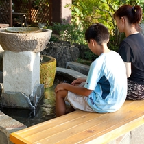 【足湯】日本名湯百選の湯を無料でご利用頂けます。是非お越し下さい♪