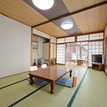 *【客室一例】10畳タイプのお部屋は最大5名様までご宿泊可能です♪家族やグループにお勧めです。