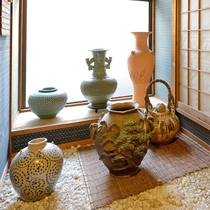 *【館内一例】2階には主人こだわりの品々を展示しております。