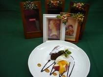 チョコレートケーキに季節のフルーツを添えて♪