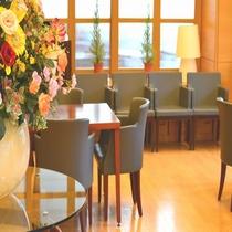 ◆【館内施設】『1階ロビー』開放的なロビー