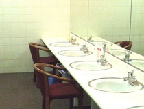 女性用パウダールーム