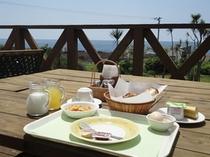 軽朝食 天気が良い日はデッキでどうぞ