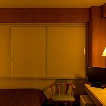 【お部屋】断熱・遮光・防音性に優れた《ふすま戸》です。