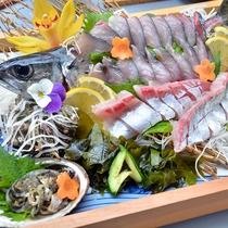 ほどよく脂ののった鯖のお造りは魚好きにはたまらない一品です!