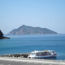 *【当館からの眺め】鹿島。夏は島に渡って海水浴がお楽しみいただけます♪