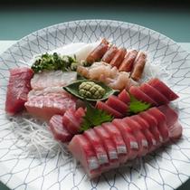 *水産業をしている主人が仕入れる魚介は鮮度抜群です(刺身盛りイメージ)