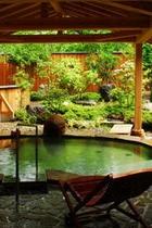 新緑【月と風の湯】露天風呂