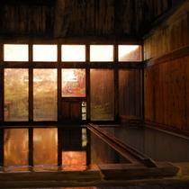 ◇秋・紅葉時期の内湯