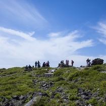 多くの登山者が訪れる茶臼岳(那須岳)